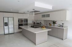 Luxury Kitchen Design, Kitchen Room Design, Kitchen Cabinet Design, Kitchen Layout, Home Decor Kitchen, Rustic Kitchen, Interior Design Kitchen, New Kitchen, Home Kitchens
