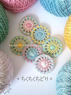 20-18年11月27日の朝練習 Diy Crafts How To Make, Diy Arts And Crafts, Handmade Crafts, Button Art, Button Crafts, Diy Dream Catcher Tutorial, Straw Weaving, Circle Crafts, Dorset Buttons