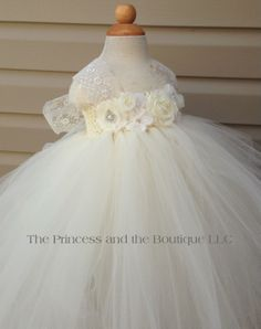 Flower girl dress ivory and white tutu por Theprincessandthebou, $90,00