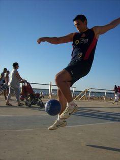 Spanish football freestyler http://streets-united.com/blog/freestyler-de-futbol-para-eventos-en-espana/