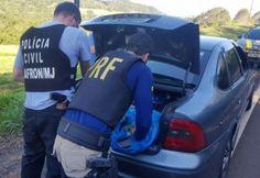 O automóvel carregado com produtos eletrônicos foi apreendido nesta sexta-feira, 06, em uma ação conjunta entre as polícias Rodoviária Federal e Civil de Maravilha, no quilômetro 625 da rodov