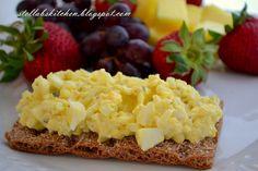 A healthier recipe for egg salad sandwiches. Sandwich Fillings, Sandwich Recipes, Egg Recipes, Low Carb Recipes, Snack Recipes, Cooking Recipes, Yummy Recipes, Healthy Egg Salad, Healthy Snacks