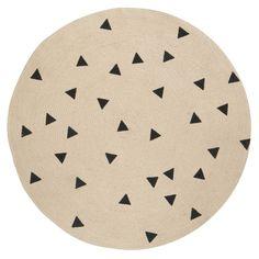 Wie heeft er op het ronde vloerkleed van Ferm Living zitten kleuren? Op dit naturel kleed zitten zwarte driehoekjes. Ook leuk te combineren met de andere artike