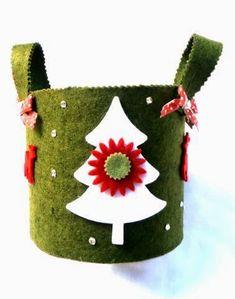 Il feltro è adatto alla stagione cui andiamo incontro e lo trovo indicato per realizzare oggetti e decorazioni natalizie. Così ho pensato d...