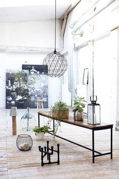 House Doctor is een Deens interieurmerk. Vazen, lampen, keukenspullen, meubels, noem maar op. En het mooie is: ze passen in vrijwel elk interieur.