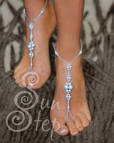 Free pattern for beaded foot (ankel) bracelet Sun Step U need: seed beads seed beads pearls 8 mm pearls 6 mm pearls 4 mm Start with 2 needles from red star. String on first needle 1 seed jewelry Free pattern for foot(ankel) bracelet Sun Step (Beads Magic) Beaded Sandals, Beaded Anklets, Beaded Bracelets, Peyote Bracelet, Crochet Bracelet, Beading Patterns Free, Beaded Jewelry Patterns, Free Pattern, Weaving Patterns
