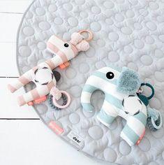 Done by deer Hračka na C kroužku žirafka Raffi - růžová Baby Toys, Kids Toys, Baby Mirror, Done By Deer, Baby Sense, Activity Toys, Interior Stylist, Sensory Toys, Different Textures