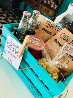 Cute Birthday Gift, Diy Birthday, Creative Box, Candy Bouquet, Diy Gifts For Boyfriend, Party In A Box, Candy Gifts, Graduation Gifts, Homemade Gifts