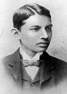 An 18 year old Mahatma Gandhi, 1887 - [[MORE]] namraka: Original caption: Indian thinker, statesman and nationalist leader Mahatma Gandhi (Mohandas Karamchand Gandhi, 1869 - as a law. Gandhi Life, Mahatma Gandhi Quotes, Mahtma Gandhi, Rare Pictures, Rare Photos, Old Photos, Funny Photos, Rabindranath Tagore, Barack Obama