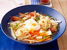 Unser beliebtes Rezept für Veggi-Ramen mit Tofu und mehr als 55.000 weitere kostenlose Rezepte auf LECKER.de.