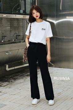 Check out these korean street fashion 98016 Korean Fashion Summer Street Styles, Tokyo Street Fashion, Korean Girl Fashion, Korean Fashion Trends, Ulzzang Fashion, Korea Fashion, Look Fashion, Fashion Models, Fashion Outfits