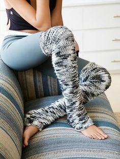 72 adorable crochet winter leg warmers ideas These are perfect for under… - Outfit.GQ - 72 adorable crochet winter leg warmers ideas These are perfect for under … - Crochet Leg Warmers, Crochet Boot Cuffs, Crochet Boots, Crochet Slippers, Crochet Clothes, Knitting Socks, Leg Warmers Diy, Crotchet Socks, Free Knitting