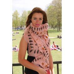 Sjaals : F-Woolly Leaves Skinny - zijdeF-Woolly Leaves Skinny - zijde  Laat je betoveren door de sjaals van BeckSöndergaard.  Deze sjaal bestaat voor 50% uit wol en 50% uit zijde. De sjaal  valt sierlijk over je outfit en laat je schitteren en stralen. Afmetingen 200 /110