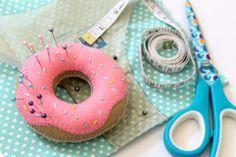 donuts doughnut-pin-cushion-2 feltro felt agulheiro alfineteiro como fazer alfineteiro