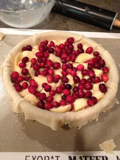 Best Apple Cranberry Pie recipe - easy to make & delicious Easy Pie Recipes, Apple Recipes, Baking Recipes, Sweet Recipes, Holiday Recipes, Dessert Recipes, Cranberry Recipes Easy, Fall Recipes, Holiday Baking