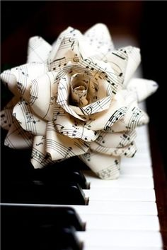 vintage sheet music rose deluxe paper flowers by TheCrimsonPoppy | Paper Art | Scoop.it
