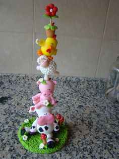 Tower of animals cake topper Polymer Clay Figures, Polymer Clay Animals, Polymer Clay Miniatures, Fimo Clay, Polymer Clay Projects, Polymer Clay Creations, Polymer Clay Art, Farm Cake, Fondant Animals