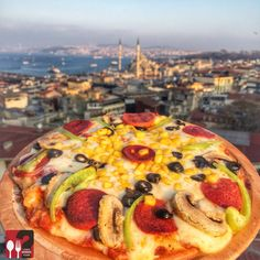 Karışık Pizza - Kubbe-i Aşk / İstanbul ( Fatih)  Çalışma Saatleri 09:00-02:00 ☎ 0212 522 3 275  19 TL  Alkolsüz Mekan  Paket Servis Yok  Multinet, Ticket, Sodexo Yok