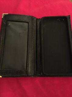 Un étui en cuir pour Iphone 6s imaginé à partir d'un portefeuille vintage et d'une coque souple noire