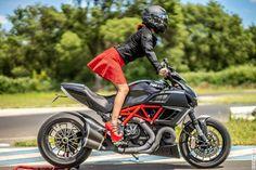 https://flic.kr/p/J35zx6 | Ducati Diavel VS Cervin | www.cervin-store.com/fr/41-fully-fashioned