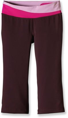 Flattering and smooth to the touch, the Patagonia Pliant knickers bring flexible comfort to practicing yogis.