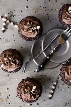 chocolate chai tea cupcakes with cinnamon chocolate buttercream