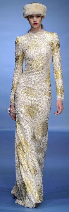 Luisa Beccaria Winter 2013 shows off their signature creativity with lace in designer evening styles that are shaped focused and feminine. Gold Lace Dresses, Modest Dresses, Beautiful Gowns, Beautiful Outfits, Glitter Fashion, Luisa Beccaria, Couture Details, Tulle Dress, Modest Fashion