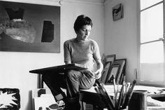 Meret Oppenheim 1958 in ihrem Atelier in Oberhofen am Thunersee, Kanton Bern.
