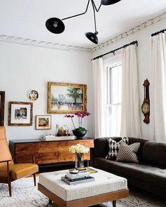 Fauteuil vintage, table basse matelassée et canapé douillet