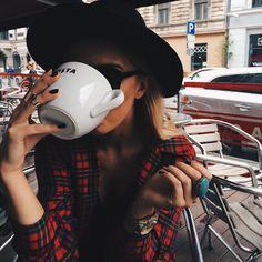 Imagem de fashion, girl, and coffee