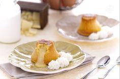 Il tortino al cioccolato bianco con panna al maraschino è una golosa ricetta per offrire un dessert raffinato: un tortino dal cuore fondente bianco.