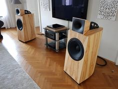 15 Stylish Speaker Stands Ideas for Modern Designs – My Life Spot Pro Audio Speakers, Horn Speakers, Diy Speakers, Hifi Audio, Speaker Design, Speaker Stands, High End Audio, Home Cinemas, Loudspeaker