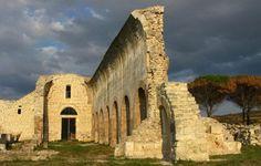 A metà strada tra Ittiri e Uri, sul lieve pendio di una collina, circondato dalla macchia, sorge l'antico monastero cistercense di Paulis.