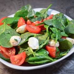 Salad Recipes with Spinach is One Of Beloved Salad Of Many Persons Around the World. Besides Simple to Produce and Good Taste, This Salad Recipes with Spinach Also Healthy Indeed. Real Food Recipes, Cooking Recipes, Healthy Recipes, Spinach Recipes, Salad Recipes, Healthy Salads, Healthy Eating, Healthy Chef, Spinach Health Benefits