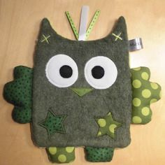 Doudou plat hibou vert - pois Sewing Projects For Kids, Sewing For Kids, Dou Dou, Baby Security Blanket, Blog Couture, Handmade Baby Gifts, Baby Presents, Fabric Animals, Couture Sewing