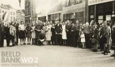 periode 1939-1945. Foto toont personeel centrale keuken post Hoogstraat bij de bevrijding in mei 1945. Nederland, [Rotterdam] Hoogstraat, mei 1945. [= Hoogstraat, Schiedam