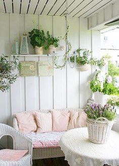 Awesome Shabby Chic Porch Decorating Ideas Because it doesn't enable your porch enough, you should decorate it beautifully. It isn't challenging to Awesome Shabby Chic Porch Decorating Ideas Shabby Chic Veranda, Shabby Chic Mode, Shabby Chic Porch, Shabby Chic Stil, Vintage Shabby Chic, Shabby Chic Decor, Shabby Chic Lighting, Shabby Chic Office, Boho Chic