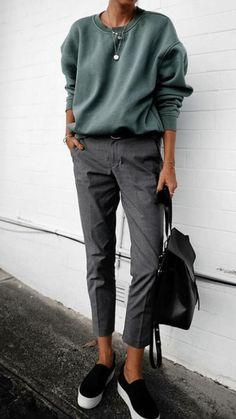 41 Trendy Ideas Sweatshirt Outfit Casual My Style Fashion Mode, Look Fashion, Womens Fashion, Fashion Trends, Fashion Black, Sport Fashion, Ladies Fashion, Trendy Fashion, Feminine Fashion