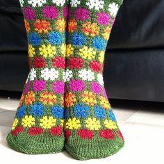 Ravelry: Northknitters Colorful stars on green socks or Flower power