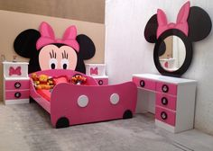 Like the idea of a Minnie Mouse themed room? Check out these Minnie room decoration ideas Like the idea of a Minnie Mouse themed room? Check out these Minnie room decoration ideas Minnie Mouse Bedding, Mickey Mouse Bedroom, Minnie Mouse Baby Room, Mickey Mouse Toddler Bed, Decoration Minnie, Decoration Bedroom, Decoration Design, Disney Rooms, Toddler Rooms