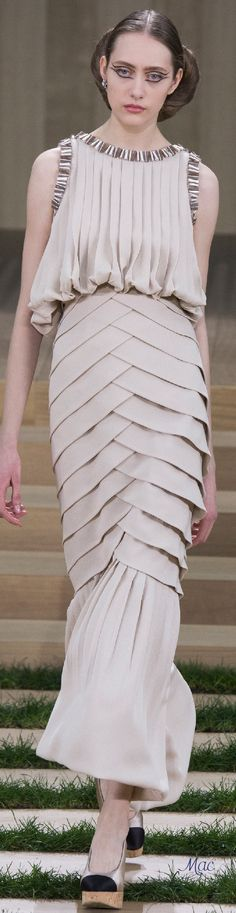 Awful Lobster-segments mermaid-look dress. Spring 2016 Haute Couture Chanel