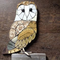 Sticking with the wildlife theme. Owl Mosaic, Mosaic Tile Art, Mosaic Birds, Mosaic Artwork, Mosaic Diy, Mosaic Crafts, Mosaic Projects, Stained Glass Projects, Stained Glass Art