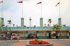 Walt Disney World - MGM Studios (now Hollywood Studios) Old Disney, Vintage Disney, Disney Magic, Disney Stuff, Disney World Resorts, Disney Parks, Walt Disney World, Disneyland Secrets, Disneyland Vacation