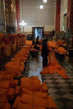 Scarfs for Monks (Šatky pre mníchov), Ayutthaya