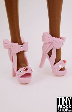 SOOOOO lovely! These exaggerated bow heels for Barbie are exquisite. A realy Betsey Johnson look!! Should fit all Barbies.