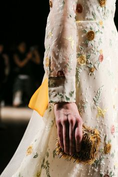 Rochas Spring 2015 Ready-to-Wear Fashion Show Details Paris Fashion Week, World Of Fashion, Runway Fashion, High Fashion, Fashion Show, Margiela, Spring Summer 2015, Fashion Details, Fashion Prints