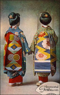 Taisho Era Maiko: maiko are apprentice geisha; Japanese Artwork, Japanese Prints, Japanese Geisha, Japanese Kimono, Photografy Art, Costume Ethnique, Taisho Era, Kimono Japan, Japanese Costume
