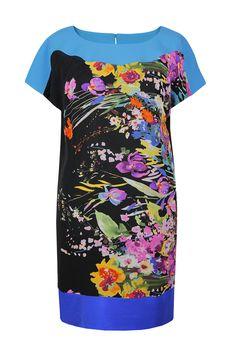 Suknia Fabiane kolorowe kwiaty na niebiesko-czarnym tle  Semper #dress #summer2016 #floral  #trendy #fashion2016 #fashionbrand #blue #elegance #elegant #designer #brand #casual #colourfull #printed #silk