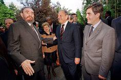 Na companhia do empresário Américo Amorim e de Pina Moura, então ministro da Economia, após a visita a uma fábrica de cortiça, a 19 de outubro de 1998