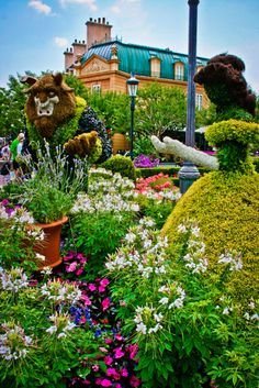 Really want to make it back to WDW for the Flower & Garden Festival soon! :)